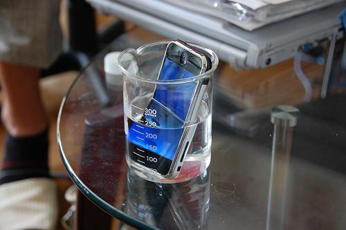 明日は我が身!iPhoneが水没したらどうしたらいいの!?