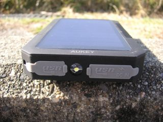【レビュー】Aukey 12000mAh モバイルバッテリー ソーラーチャージャー  (PB-P8)